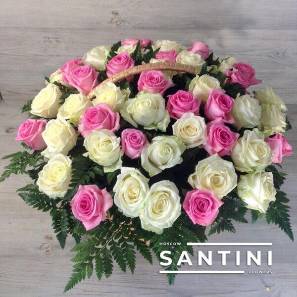51 бело-розовая роза в корзине